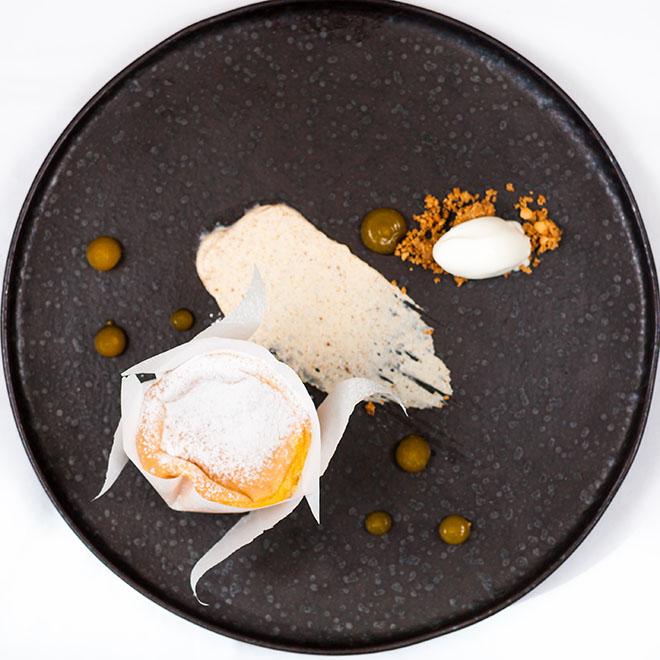 Astória - Pão de ló de Ovar com gelado de Queijo da Serra