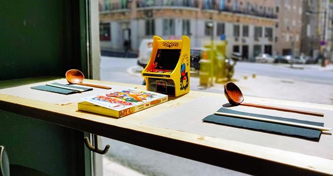 Ajitama Ramen Bistro - Livros Manga, Arcade, Balcão ©José Sena Goulão
