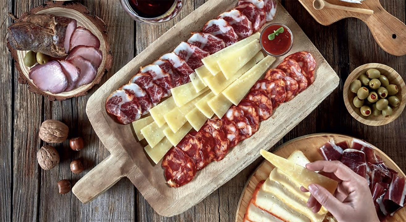 Feira Enchidos queijos Vinhos ©Continente