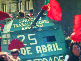 25 Abril 1983 Porto by ©Henrique Matos | Wikimedia Commons